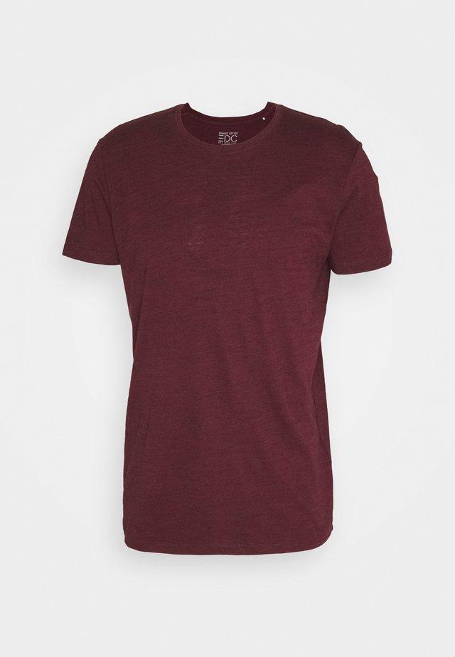 SPACE - Basic T-shirt - bordeaux red
