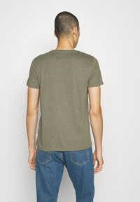Burton Menswear London - SHORT SLEEVE CREW 5 PACK - T-paita - off white/inidgo/burgundy/dusty olive/mushroom - 3