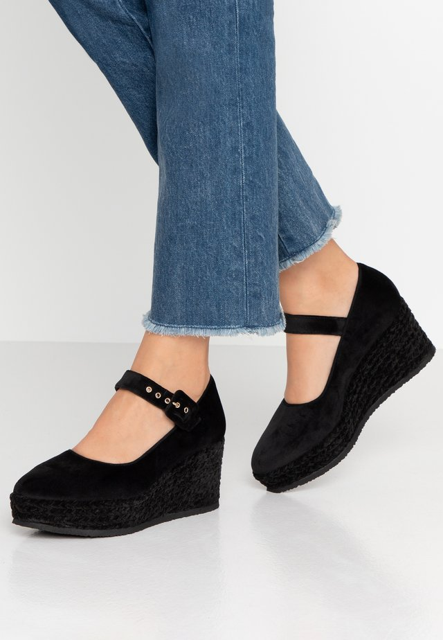 NAHIA - Zapatos de plataforma - black