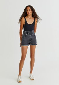 PULL&BEAR - Szorty jeansowe - black - 1