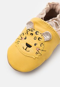 Robeez - LEOPARDO - First shoes - jaune - 5