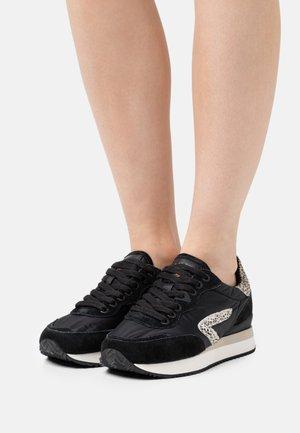 LINE-W 2.0 - Sneakersy niskie - black/offwhite