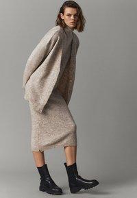 Massimo Dutti - LANGES STRICKKLEID TOTAL LOOK - Jersey dress - beige - 0