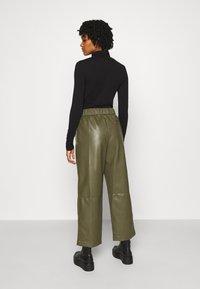 Monki - CELESTE TROUSERS - Trousers - khaki - 2