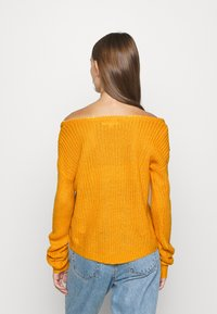 Missguided - OPHELITA OFF SHOULDER JUMPER - Trui - mustard - 2
