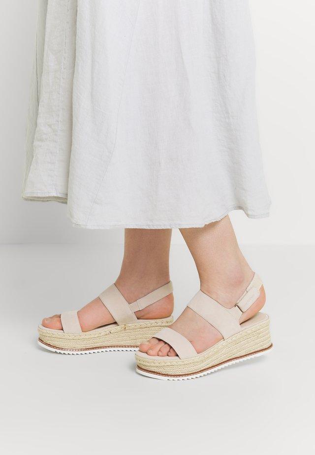 TROPEZ  - Platform sandals - sand