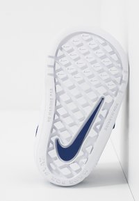 Nike Performance - PICO 5 UNISEX - Trainings-/Fitnessschuh - deep royal blue/white - 5