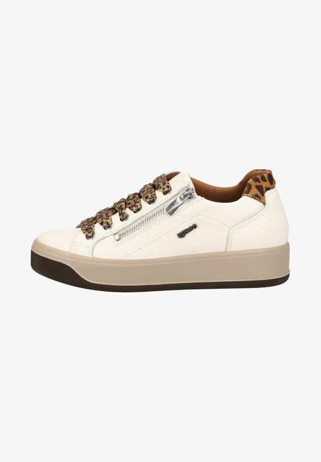Sneakers laag - latte 11