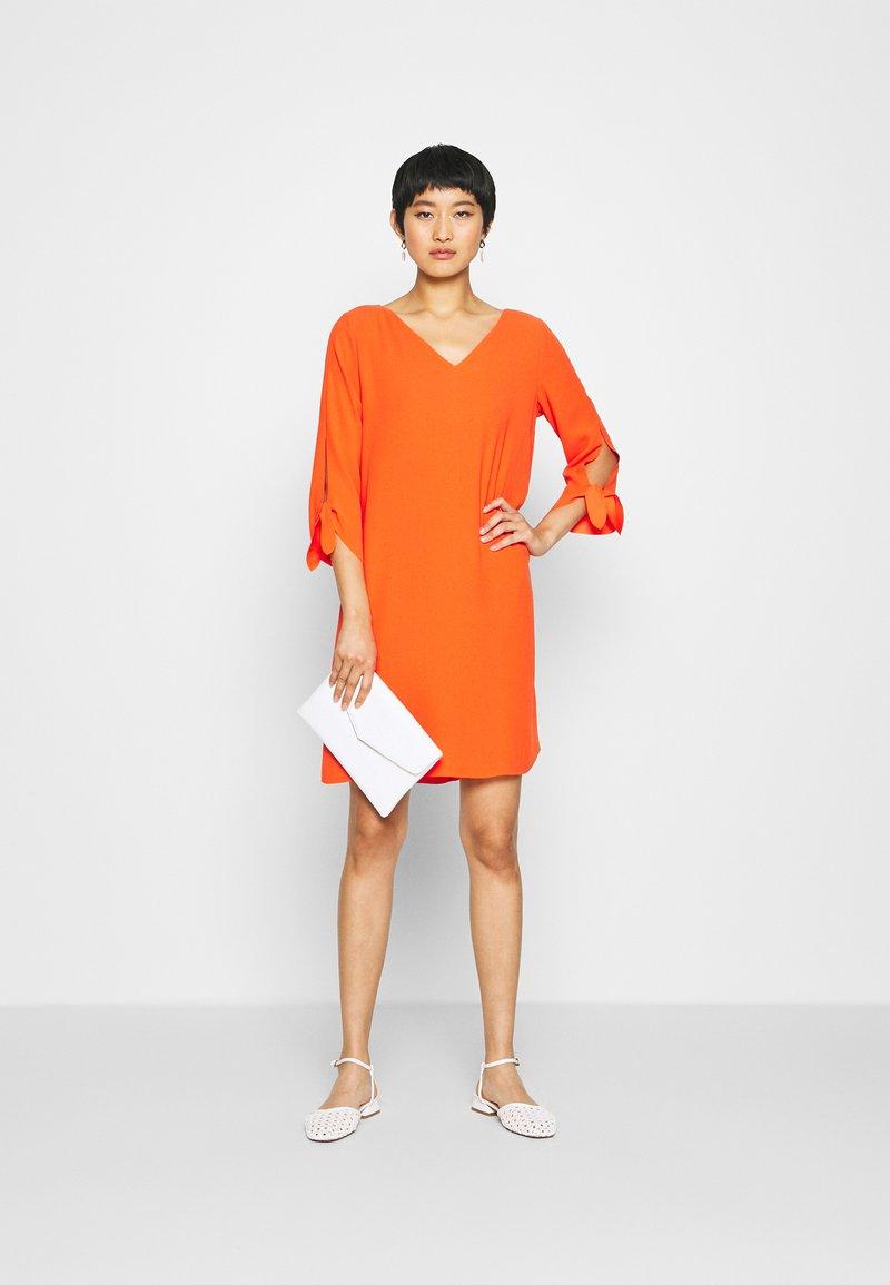 Esprit Collection DRESS - Freizeitkleid - red orange/rot IEFJUO