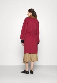 WEEKEND MaxMara - RAIL - Classic coat - bordeaux/camello - 2