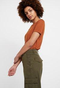 Miss Selfridge - TROUSER - Trousers - khaki - 2