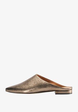 Slippers - gold metallic