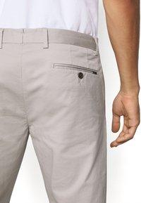Polo Ralph Lauren - FLAT PANT - Trousers - grey fog - 6
