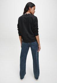 Calvin Klein Jeans - Sweatshirt - ck black - 2