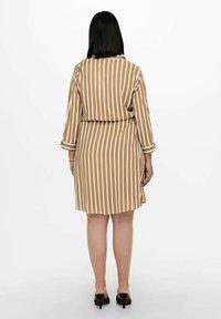 ONLY Carmakoma - Shirt dress - tannin - 2