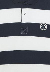 Petit Bateau - LOQUACE - Polo shirt - smoking/marshmallow - 2