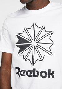 Reebok Classic - BIG LOGO TEE - Camiseta estampada - white - 4