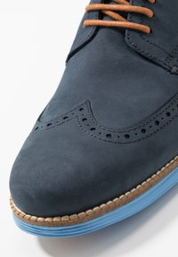 Cole Haan - ORIGINAL GRAND WINGTIP OXFORD - Chaussures à lacets - navy ink/hawthorn/pacific coast - 5