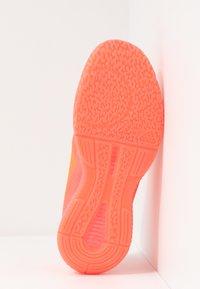 adidas Performance - CRAZYFLIGHT BOUNCE TOKYO - Volleyballsko - signal pink/core black/copper metallic - 4