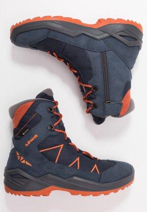 JONAS GTX MID - Snowboots  - blau/orange