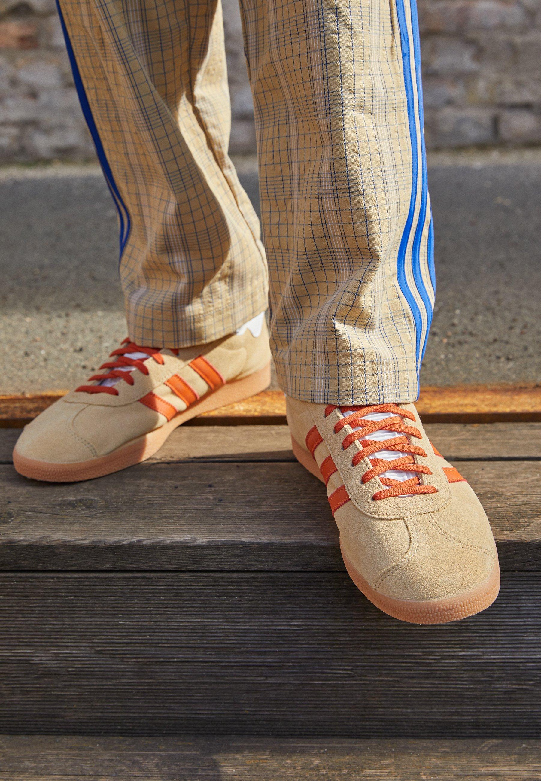 GAZELLE UNISEX - Baskets basses - hazy beige/fox orange