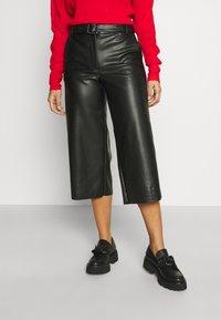 VILA PETITE - VIDOLORES CROPPED WIDE PANTS - Pantalones - black - 0