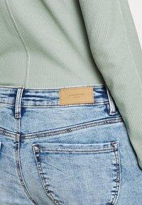 Vero Moda - VMLYDIA RAW - Skinny džíny - light blue denim - 3