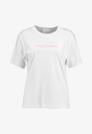 OLINE TECHNO  - T-shirt z nadrukiem - white