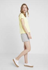 GAP - RETRO - Shorts - grey heather - 1