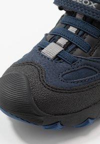 Geox - BULLER BOY  - Zapatos con cierre adhesivo - navy/grey - 2