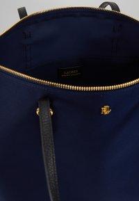 Lauren Ralph Lauren - KEATON TOTE-SMALL - Handbag - navy - 4