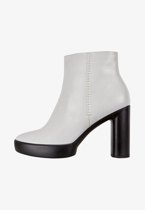 SHAPE SCULPTED MOTION - Platform ankle boots - bright white