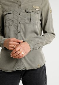 Superdry - RAMONA MILITARY SHIRT - Button-down blouse - washed khaki - 5