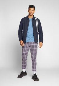 Junk De Luxe - CONTRAST STRIPE OUTERSHIRT - Summer jacket - mid blue - 1