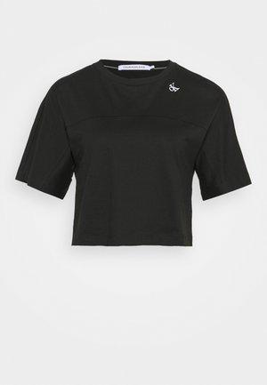 LOGO TAPE CROP TEE - Print T-shirt - black