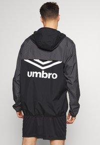 Umbro - DIAMOND REVEAL CAGOULE - Training jacket - black/brilliant white - 2