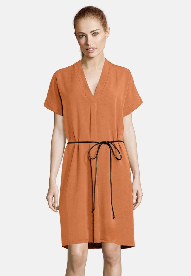 Korte jurk - coral gold