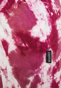 Missguided Maternity - TIE DYE JOGGER - Jersey dress - raspberry - 2