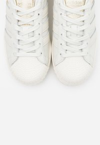 adidas Originals - SUPERSTAR SPORTS INSPIRED SHOES - Zapatillas - white ink/offwhite/clear black - 7