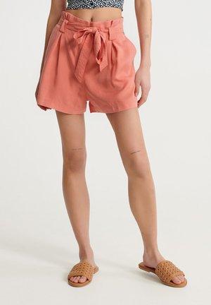 DESERT - Shorts - pomegranate