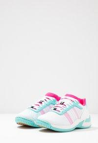 Kempa - ATTACK CONTENDER JUNIOR CAUTION - Handball shoes - white/turquoise - 3