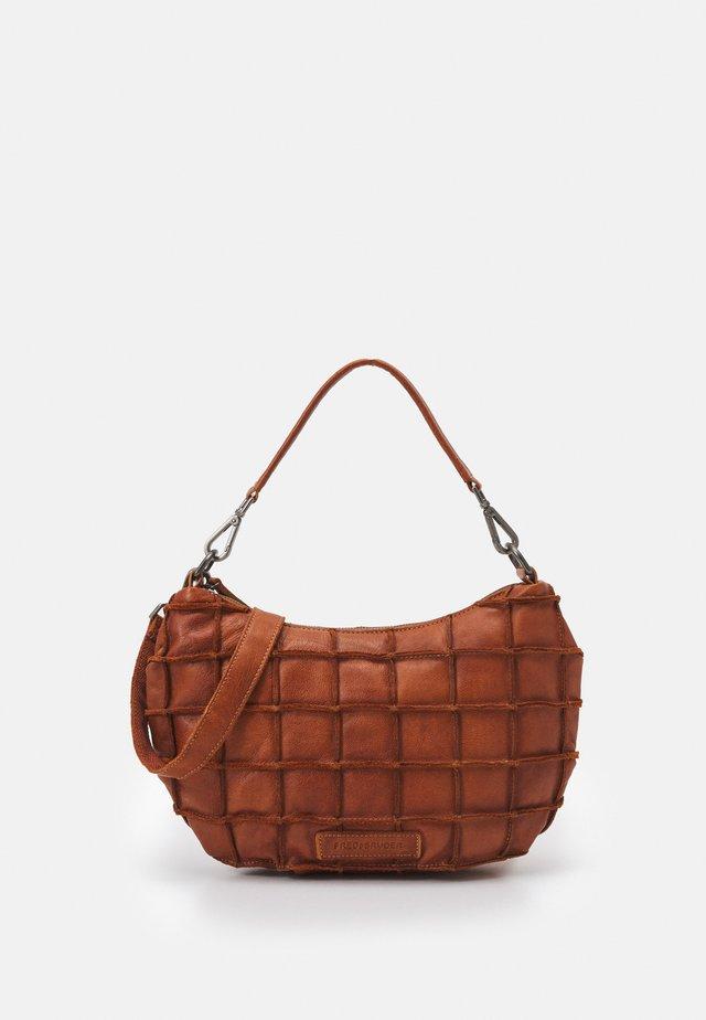 SQUARELY - Handbag - cognac