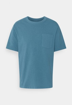 POCKET TEE - Print T-shirt - pigeon blue