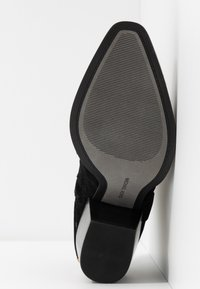 MICHAEL Michael Kors - GOLDIE BOOTIE - Cowboy/biker ankle boot - black - 6