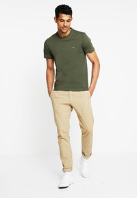 Calvin Klein - LOGO - T-shirt basic - green - 1