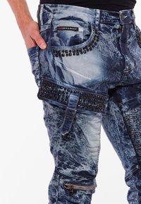 Cipo & Baxx - COOLER WASCHUNG UND ZIERNÄHTEN - Straight leg jeans - blue - 3