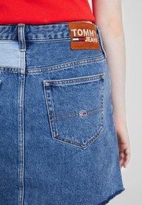 Tommy Jeans - SHORT SKIRT - A-linjainen hame - dark-blue denim - 3