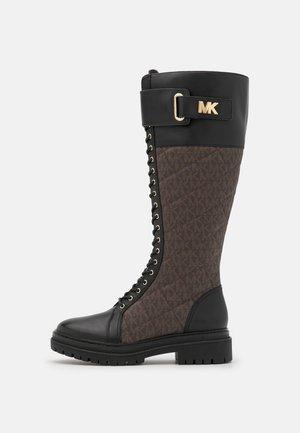 STARK BOOT - Šněrovací vysoké boty - black/brown
