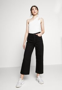 Monki - Relaxed fit jeans - black dark - 4