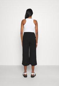 Even&Odd - Cropped wide leg trouser - Trousers - black - 2
